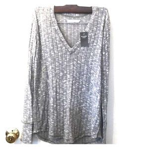 NWT Abercrombie V neck long sleeves shirt Small
